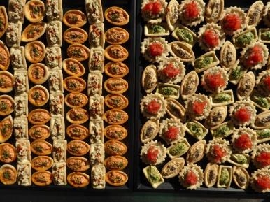390 x mini feuilletésau pesto, houmous fumé et baba ganoush (caviar aux aubergines)